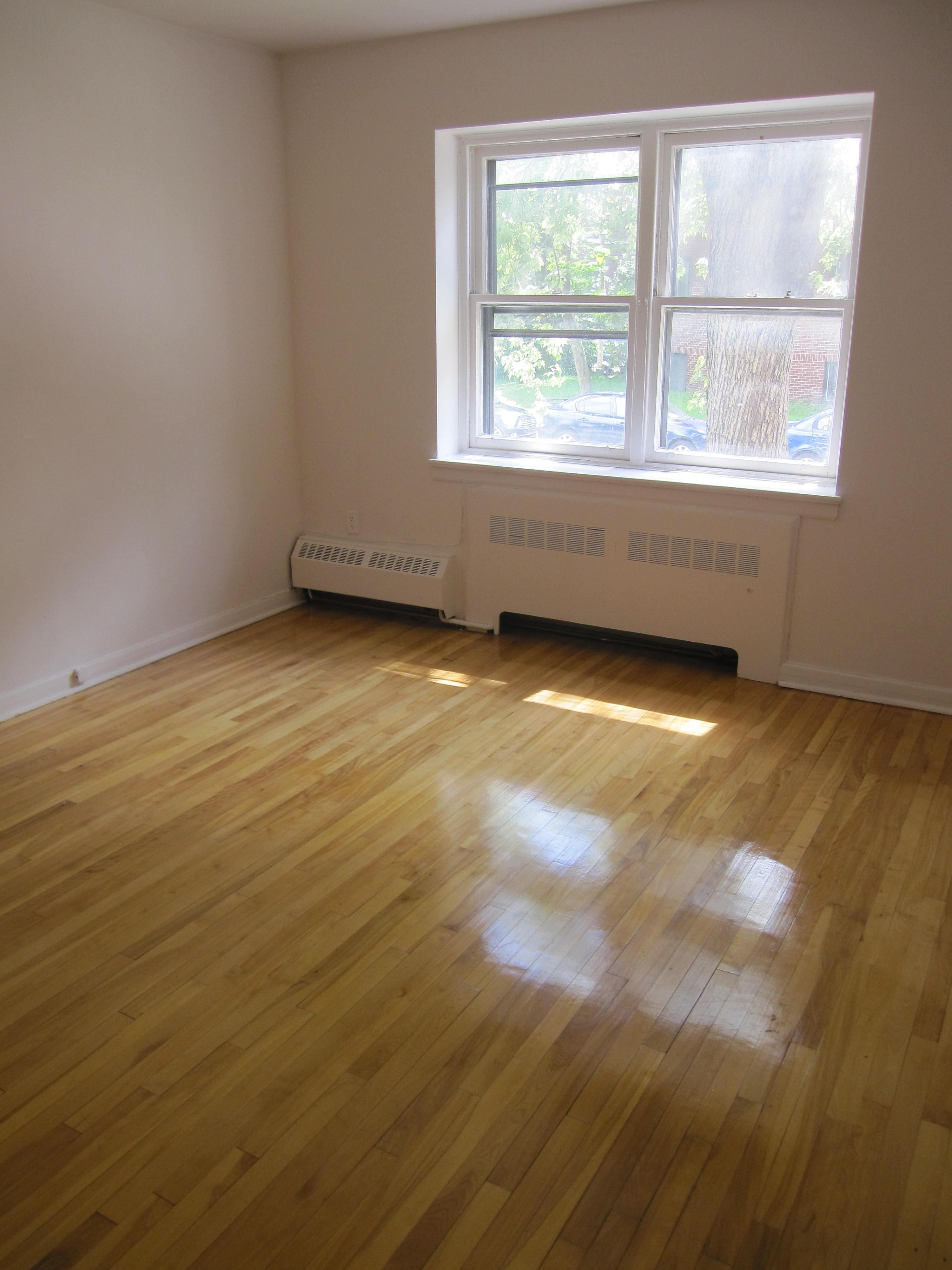 Appartement 2 Chambres a louer à Notre-Dame-de-Grâce a 4635 Clanranald - Photo 02 - PagesDesLocataires – L23639