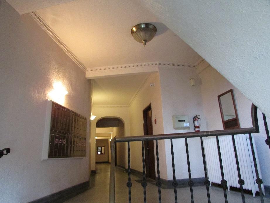 Appartement 1 Chambre a louer à Notre-Dame-de-Grâce a 6876 Sherbrooke Ouest - Photo 02 - PagesDesLocataires – L27080