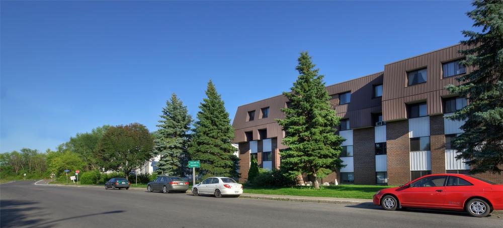 Appartement 3 Chambres a louer à Laval a Place Renaissance - Photo 02 - PagesDesLocataires – L9534