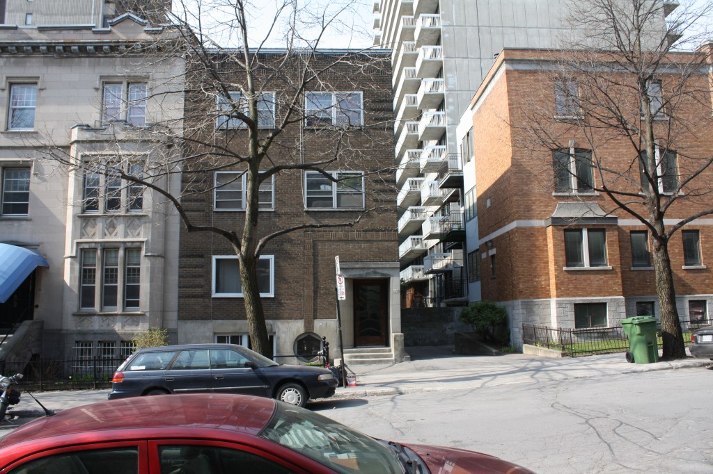 Appartement Studio / Bachelor a louer à Montréal (Centre-Ville) a 2070 Chomedey - Photo 02 - PagesDesLocataires – L112096